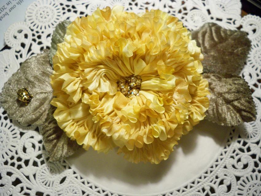 6 pleated flower